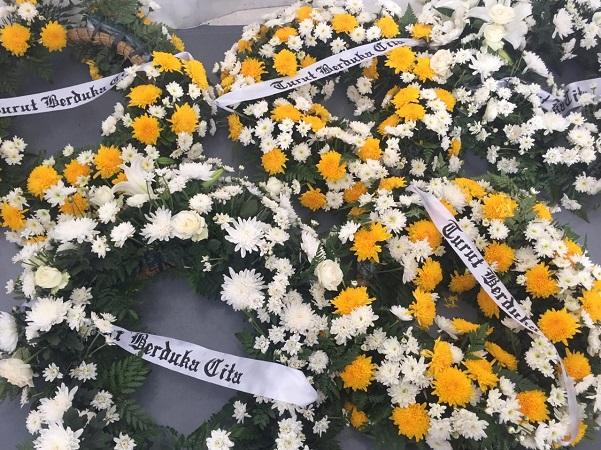 https: img-z.okeinfo.net content 2019 05 12 606 2054622 keluarga-almarhum-ketua-kpps-solo-tolak-dilakukan-autopsi-5zmdWz1Qml.jpg