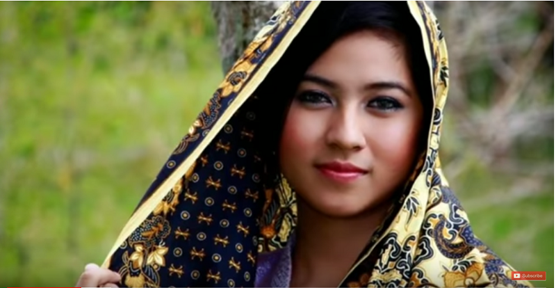 https: img-z.okeinfo.net content 2019 05 12 612 2054714 cantik-dan-pekerja-keras-keistimewaan-gadis-asal-madura-RTNU1xJqKG.png