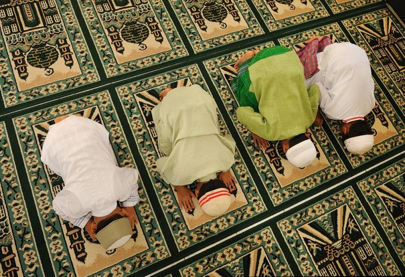 https: img-z.okeinfo.net content 2019 05 13 614 2055130 lebih-baik-mana-salat-tarawih-di-masjid-atau-di-rumah-zsfqnSQb2d.jpg