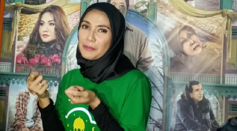 https: img-z.okeinfo.net content 2019 05 14 33 2055721 gunakan-hijab-maudy-koesnaedi-konsisten-tutup-aurat-2EXJ2z8rtq.jpg