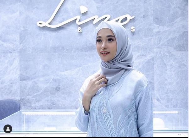 https: img-z.okeinfo.net content 2019 05 15 194 2056181 aksesori-blink-blink-untuk-hijabers-30OpBa9iDx.jpg