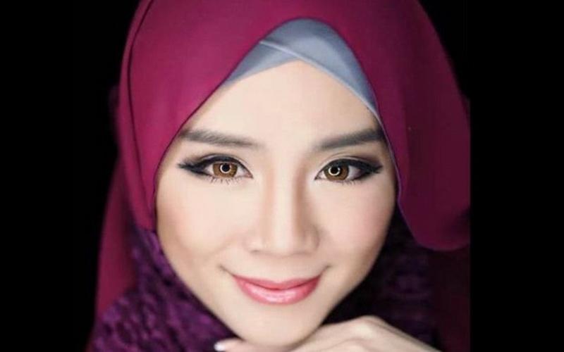 https: img-z.okeinfo.net content 2019 05 15 614 2056200 model-playboy-memeluk-islam-dan-memutuskan-berhijab-uvwCE34A7X.jpg