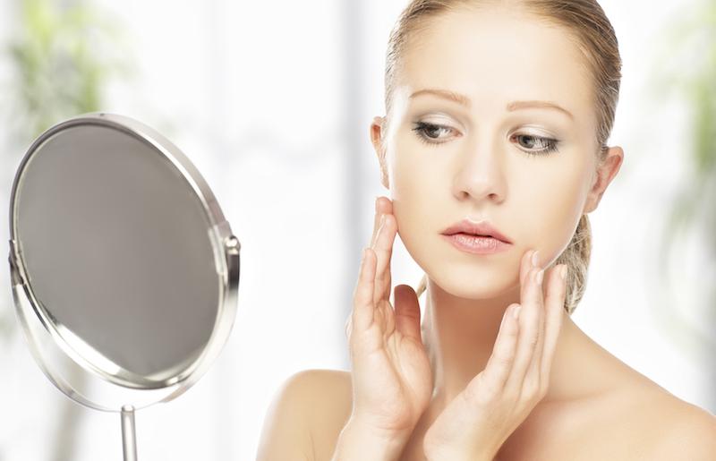 Selain memerhatikan kandungan pada produk perawatan kulit, waktu penggunaannya juga harus pas.