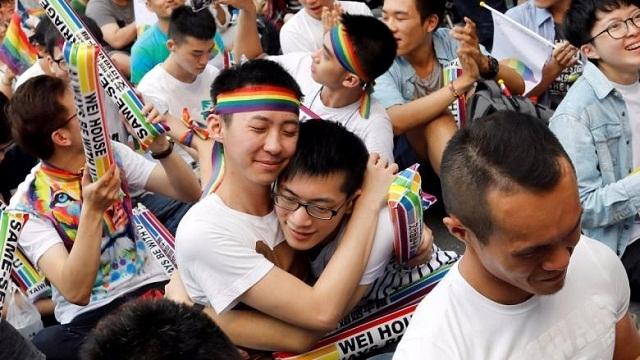 https: img-z.okeinfo.net content 2019 05 17 18 2056988 taiwan-menjadi-negara-pertama-di-asia-yang-melegalkan-pernikahan-sesama-jenis-IO3S52Ca97.jpg