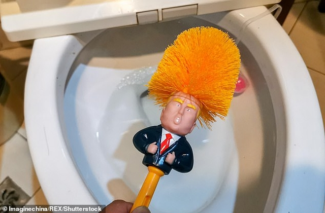 https: img-z.okeinfo.net content 2019 05 18 18 2057307 sikat-toilet-donald-trump-jadi-tren-terbaru-warga-china-6jaaN1h6bE.jpg
