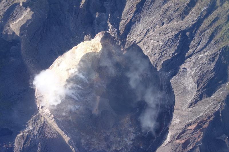 https: img-z.okeinfo.net content 2019 05 18 244 2057265 gunung-agung-erupsi-cukup-besar-lontaran-lava-pijar-sejauh-2-500-meter-ozON1BkjQS.jpg