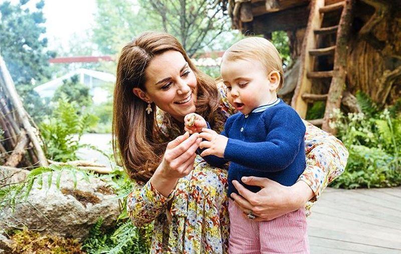https: img-z.okeinfo.net content 2019 05 21 196 2058371 pangeran-william-ajak-3-anaknya-main-di-taman-rancangan-kate-middleton-HoF6GqeAtL.jpg