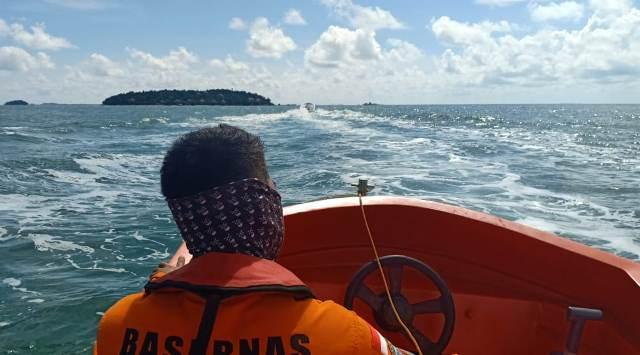 https: img-z.okeinfo.net content 2019 05 21 340 2058515 4-pemancing-berhasil-diselamatkan-usai-terombang-ambing-di-laut-12-jam-ZuEi0ATXtc.jpg