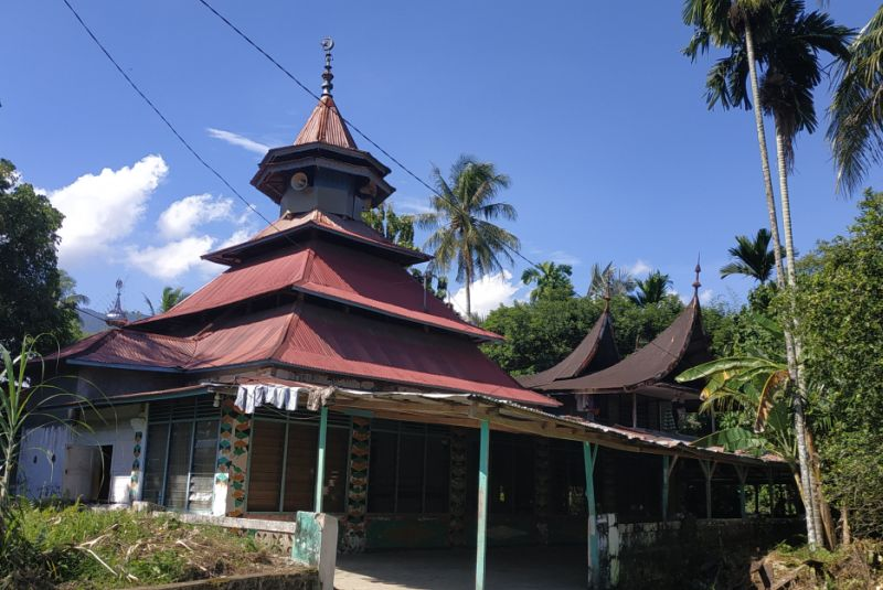 https: img-z.okeinfo.net content 2019 05 21 340 2058530 masjid-raya-belimbing-saksi-sejarah-penyebaran-tarekat-syattariyah-yang-masih-tersisa-VPt2lOIN6v.jpg