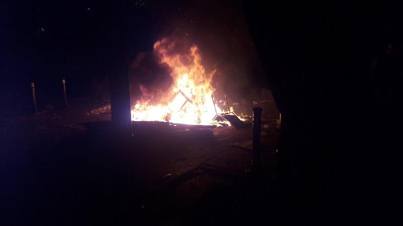 https: img-z.okeinfo.net content 2019 05 22 337 2059240 motor-wartawan-dibakar-massa-aksi-22-mei-di-bawaslu-MmLB5a6zAM.jpg