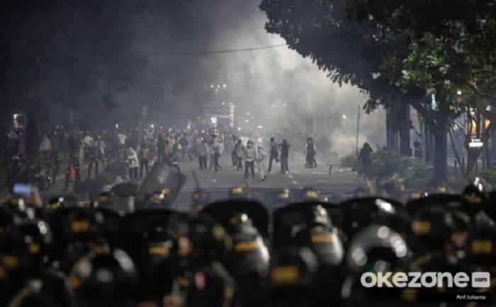 https: img-z.okeinfo.net content 2019 05 22 481 2059014 terpapar-gas-air-mata-di-aksi-22-mei-bisa-membuat-penglihatan-buram-M3PPU8pxJl.jpg