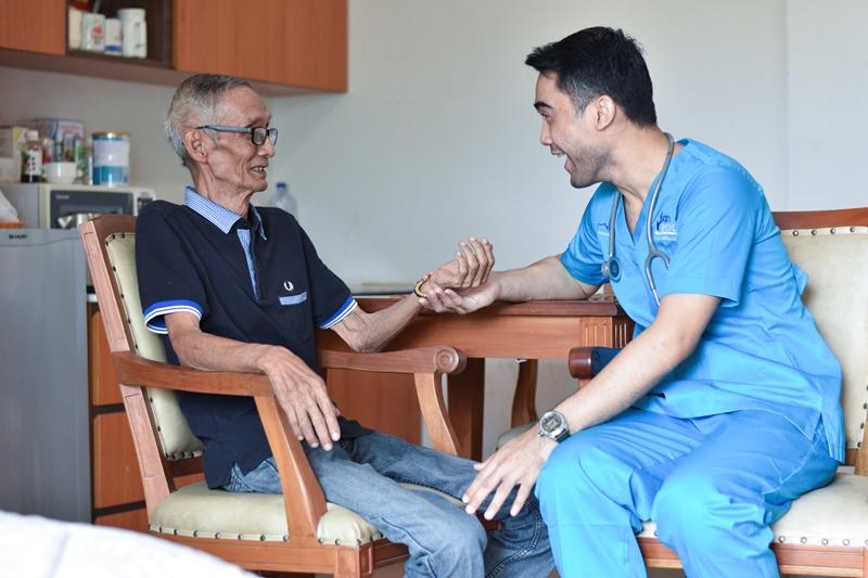 https: img-z.okeinfo.net content 2019 05 23 481 2059365 mengenal-home-care-insan-medika-solusi-untuk-perawatan-maksimal-di-rumah-PU8E5SBgdg.jpg