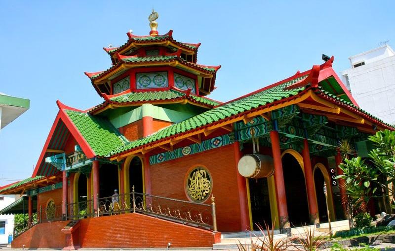 https: img-z.okeinfo.net content 2019 05 23 614 2059504 wisata-religi-masjid-cheng-ho-surabaya-mosaik-islam-dalam-sentuhan-china-87EAUpOYYB.jpg