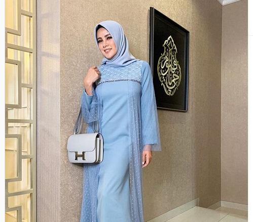 https: img-z.okeinfo.net content 2019 05 24 194 2060049 5-gaya-hijab-cantik-ala-olla-ramlan-simpel-nan-modis-zZNyl9cjsG.jpg