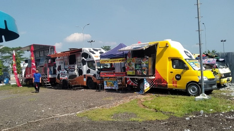 https: img-z.okeinfo.net content 2019 05 25 15 2060363 manjakan-pemudik-rest-area-ini-sediakan-food-truck-festival-tKXmJpK7fm.jpg