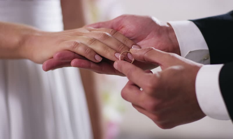 https: img-z.okeinfo.net content 2019 05 26 614 2060421 bolehkah-umat-muslim-menikah-di-bulan-ramadan-wjWpxBeqaZ.jpg