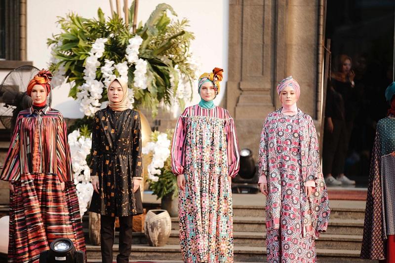 https: img-z.okeinfo.net content 2019 05 26 617 2060523 lebaran-nyentrik-dengan-padupadan-casual-look-dan-modest-fashion-cocok-buat-milenial-y2v2h6Nu6Z.jpeg