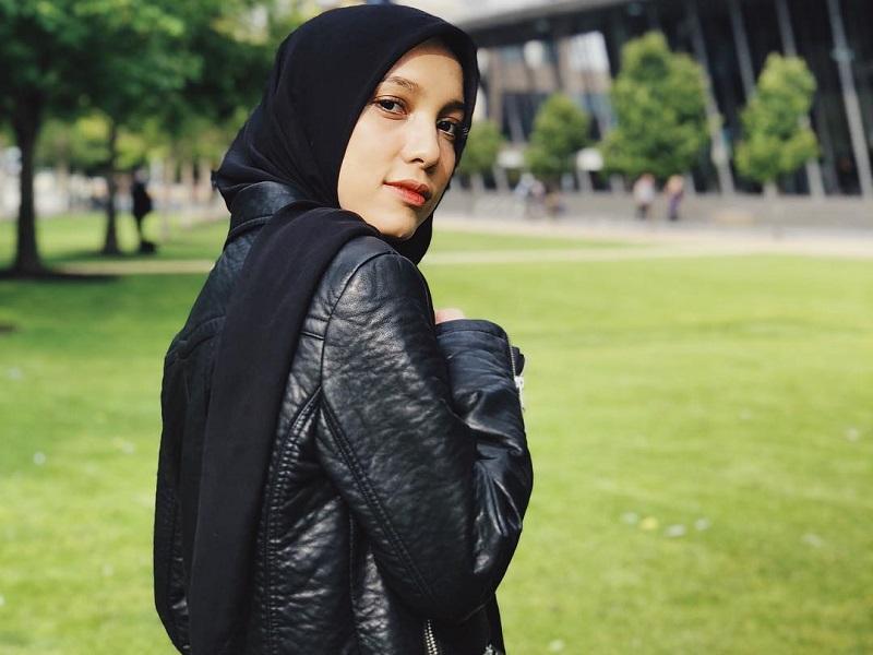 https: img-z.okeinfo.net content 2019 05 27 617 2060970 curhat-jenahara-aku-ingin-dikenal-enggak-semata-mata-sebagai-fashion-desainer-YYIYeI8Iwl.jpg
