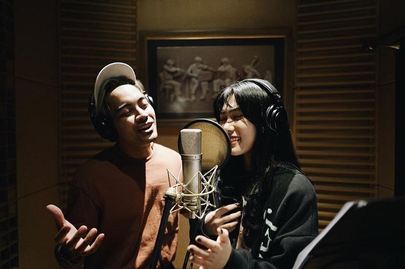 https: img-z.okeinfo.net content 2019 05 29 205 2061942 soundtrack-aladdin-versi-isyana-sarasvati-dan-gamaliel-tembus-1-juta-pendengar-zCnaOdStJE.jpg