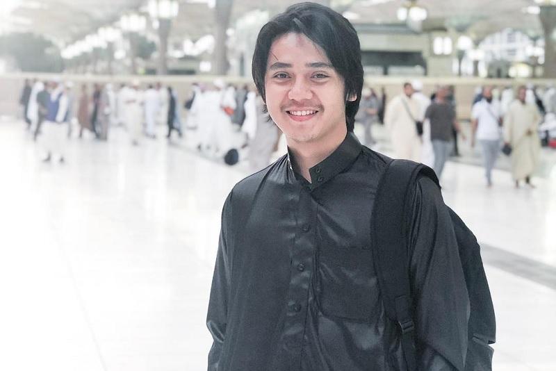 https: img-z.okeinfo.net content 2019 05 31 33 2062500 tak-mudik-arbani-yasiz-habiskan-libur-lebaran-di-malaysia-jnuSxlbGpA.jpg