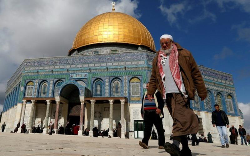 https: img-z.okeinfo.net content 2019 06 02 18 2063250 lebih-dari-1-100-pemukim-yahudi-menerobos-ke-kompleks-masjid-al-aqsa-IVcT0jQidO.jpg