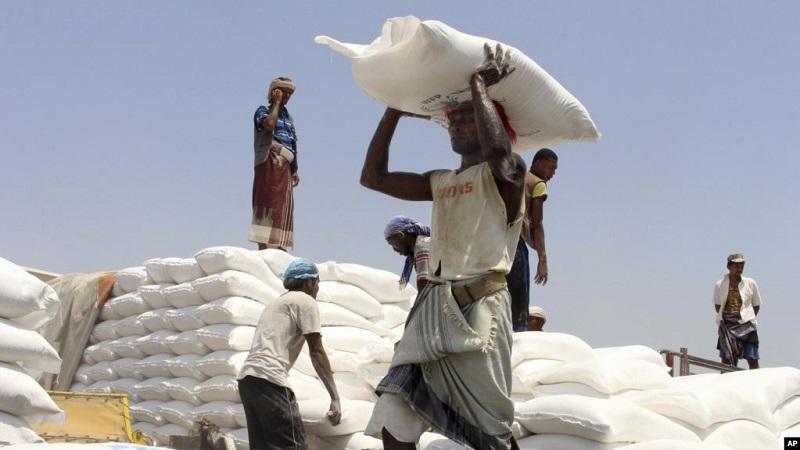 https: img-z.okeinfo.net content 2019 06 03 18 2063351 wfp-distribusikan-makanan-kepada-ribuan-warga-di-zona-perang-yaman-khbDJRW2X0.jpg