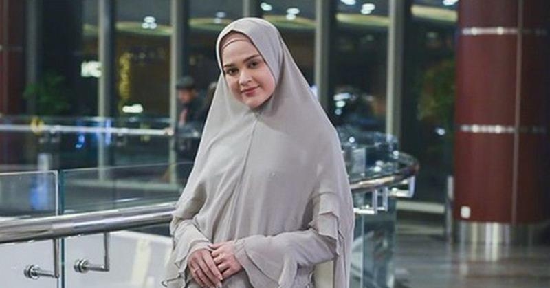 https: img-z.okeinfo.net content 2019 06 03 33 2063517 buka-bisnis-baju-muslim-cut-meyriska-ingin-fokus-hijrah-3KtGnxvjLv.jpg