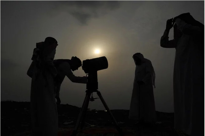 https: img-z.okeinfo.net content 2019 06 04 614 2063706 umat-muslim-di-arab-saudi-merayakan-idul-fitri-pada-hari-ini-7xSeeSYi8U.jpg
