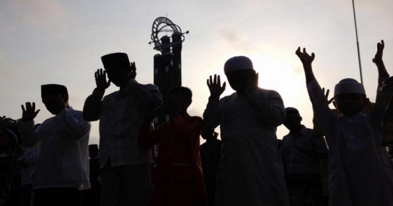 https: img-z.okeinfo.net content 2019 06 05 614 2063867 ramadan-berakhir-jangan-lupakan-3-sifat-yang-jadi-ciri-kebesaran-umat-islam-z5YLOy5GaZ.jpg