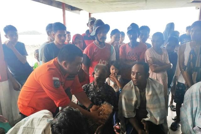 https: img-z.okeinfo.net content 2019 06 08 340 2064571 tim-sar-evakuasi-6-penumpang-kapal-km-dua-putra-yang-tenggelam-2TwCSgJvsf.jpg