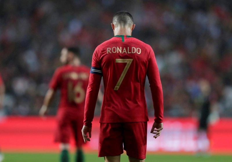 https: img-z.okeinfo.net content 2019 06 08 51 2064488 ronaldo-bidik-gelar-juara-uefa-nations-league-bersama-portugal-vwlpLQvohQ.JPG