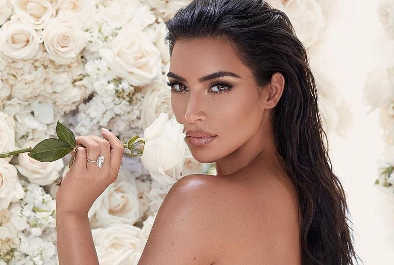 https: img-z.okeinfo.net content 2019 06 09 33 2064674 puting-kim-kardashian-menyembul-karena-tak-pakai-bra-netizen-ada-tombolnya-8KpwOKLGf1.jpg