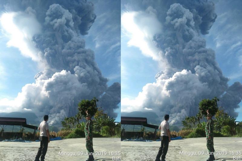 https: img-z.okeinfo.net content 2019 06 09 608 2064761 gunung-sinabung-erupsi-patugas-awan-panas-ke-arah-tenggara-dan-selatan-Rg5MWZhkke.jpg