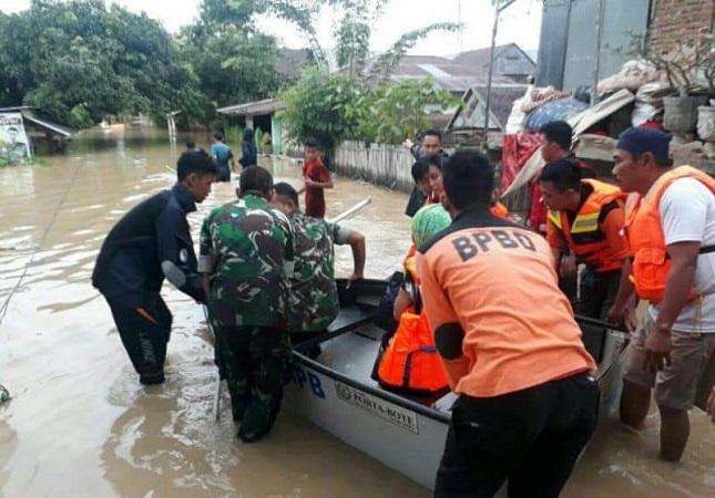 https: img-z.okeinfo.net content 2019 06 09 609 2064632 sungai-meluap-3-kecamatan-di-sidrap-sulsel-terendam-aQlN7pQ9qF.jpg