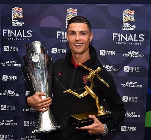 https: img-z.okeinfo.net content 2019 06 11 51 2065376 bawa-portugal-juara-uefa-nations-league-cristiano-ronaldo-treble-T8hv0tKAIL.jpg