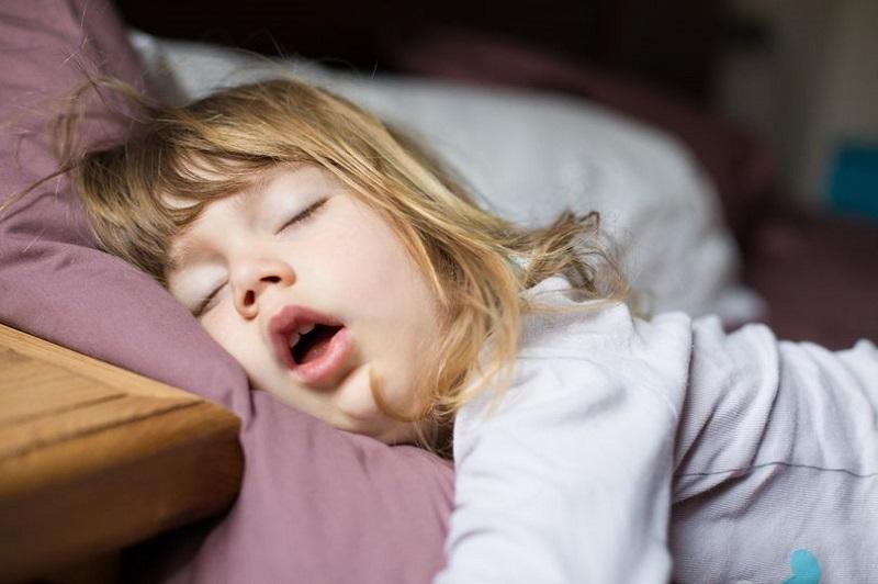 https: img-z.okeinfo.net content 2019 06 13 481 2066209 anak-tidur-mendengkur-normal-atau-tanda-gangguan-kesehatan-serius-cuU2u7x8pA.jpg