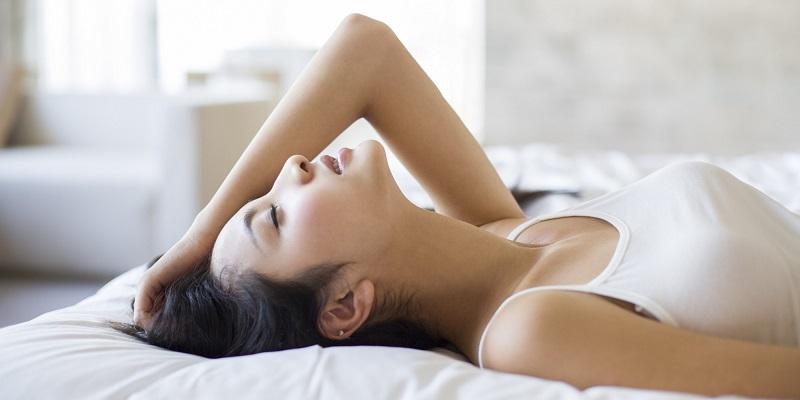 https: img-z.okeinfo.net content 2019 06 14 485 2066529 berisik-di-ranjang-mudahkan-wanita-orgasme-saat-bersenggama-AHBmbsTOZR.jpg