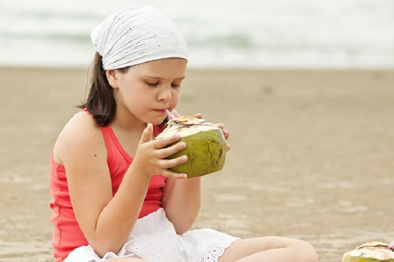 https: img-z.okeinfo.net content 2019 06 16 481 2067120 hati-hati-kebanyakan-minum-air-kelapa-bisa-bikin-kanker-perut-loh-2lgtLNVMxH.jpg