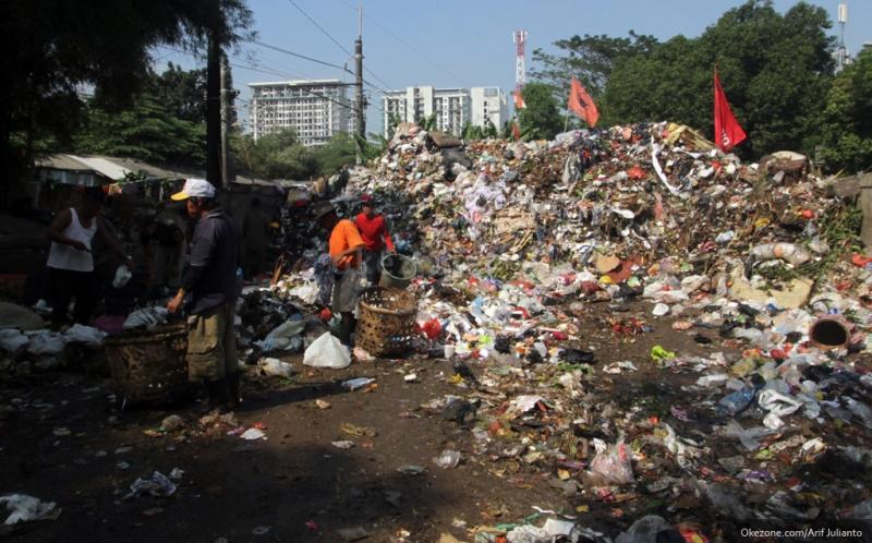 https: img-z.okeinfo.net content 2019 06 17 320 2067494 perangi-sampah-plastik-ri-belanda-mantapkan-kerja-sama-lingkungan-hidup-mwoA6t37ZG.jpg