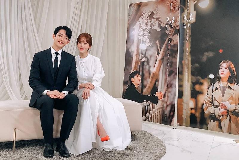 https: img-z.okeinfo.net content 2019 06 19 598 2068215 so-sweet-jung-hae-in-dan-han-ji-min-kencan-romantis-di-one-spring-night-Gy9g7R8wI3.jpg