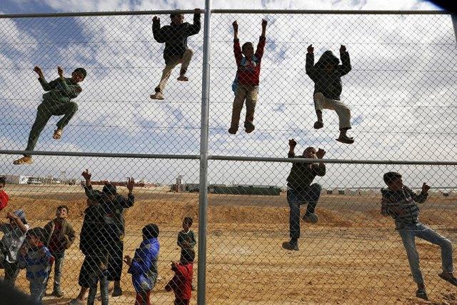https: img-z.okeinfo.net content 2019 06 20 18 2068782 pbb-lebih-70-juta-orang-melarikan-diri-dari-konflik-5JbdMUmhbZ.jpg