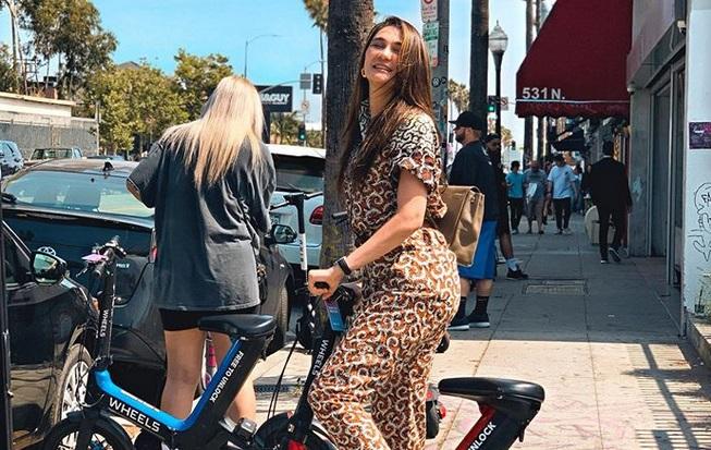 https: img-z.okeinfo.net content 2019 06 20 194 2068891 5-gaya-stylish-luna-maya-saat-berlibur-di-amerika-dan-eropa-gEisMtmPnf.jpg