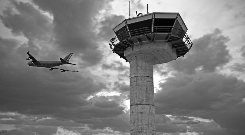 https: img-z.okeinfo.net content 2019 06 20 609 2068591 suara-radio-amatir-ganggu-pilot-saat-terbang-airnav-terima-18-aduan-eY4s4PZLe4.jpg