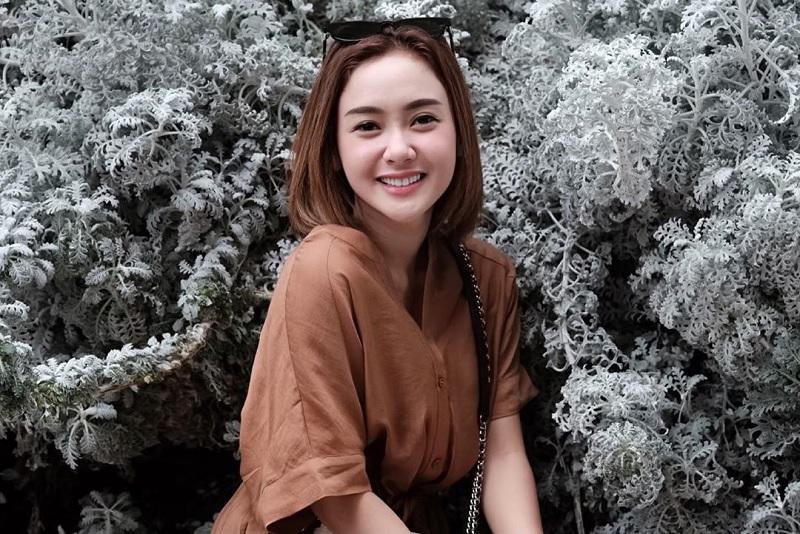 https: img-z.okeinfo.net content 2019 06 22 33 2069578 janda-muda-intip-potret-cita-citata-yang-memesona-VPTX7sxJya.jpg
