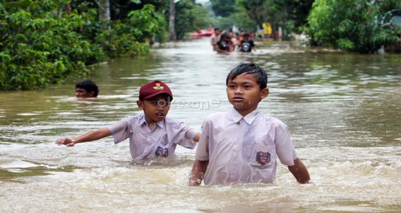 https: img-z.okeinfo.net content 2019 06 22 608 2069602 ratusan-rumah-di-kota-medan-terendam-banjir-luapan-sungai-deli-jib8Z7g11j.jpg