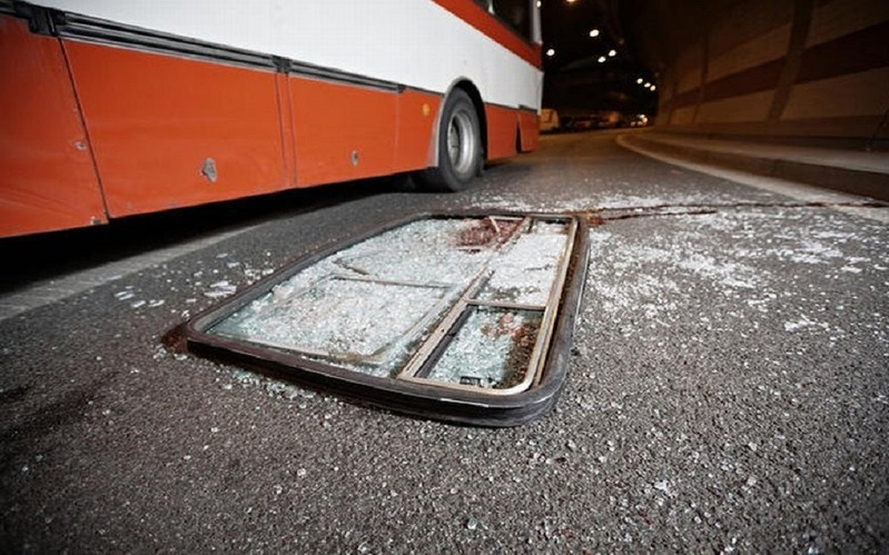 https: img-z.okeinfo.net content 2019 06 23 512 2069886 korban-kecelakaan-maut-bus-vs-avanza-bertambah-7-orang-dilaporkan-tewas-4dIXFDMvNa.jpg