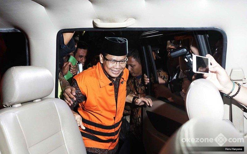 https: img-z.okeinfo.net content 2019 06 24 512 2070158 taufik-kurniawan-dituntut-8-tahun-penjara-di-sidang-suap-dak-NWZMcpk1D1.jpg