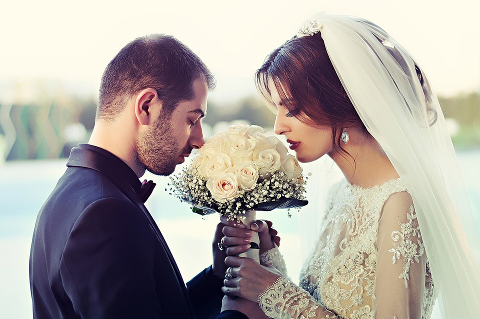 https: img-z.okeinfo.net content 2019 06 26 330 2071214 menikah-dulu-atau-memberangkatkan-orangtua-pergi-umrah-PkKV9Wdj59.jpg