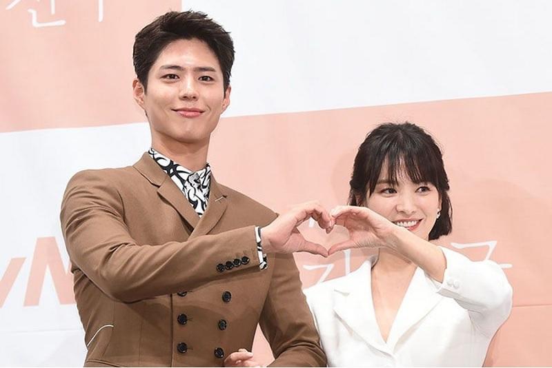 https: img-z.okeinfo.net content 2019 06 27 33 2071513 diceraikan-song-joong-ki-song-hye-kyo-dirumorkan-selingkuh-dengan-park-bo-gum-fEEsnH8427.jpg