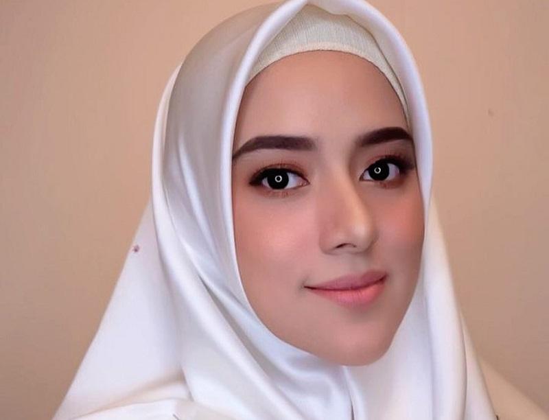 https: img-z.okeinfo.net content 2019 07 01 33 2073328 fairuz-a-rafiq-tanggapi-tudingan-mantan-suami-soal-gonta-ganti-pasangan-EY3eydhKC6.jpg